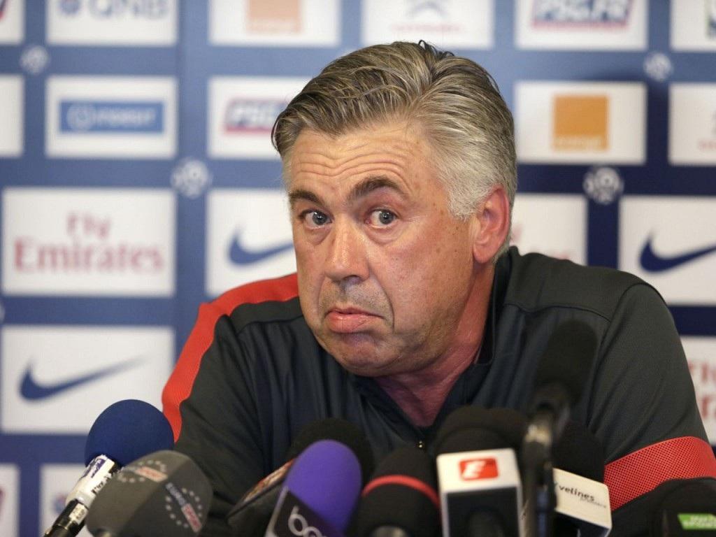 Qui était entraineur du PSG avant d'être remplacé par Carlo Ancelotti ?