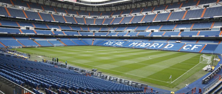 Le Stade Santiago Bernabeu doit son nom à: